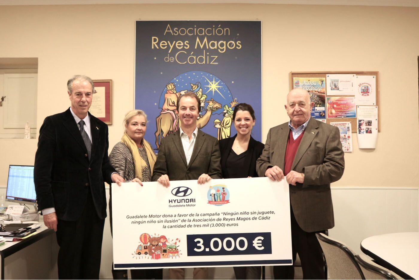 Guadalete Motor dona 3.000 euros a la Asociación de Reyes Magos de Cádiz